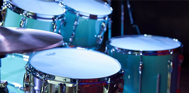 Drum kit with 5 snare drums and a hi-hat cymbal set.
