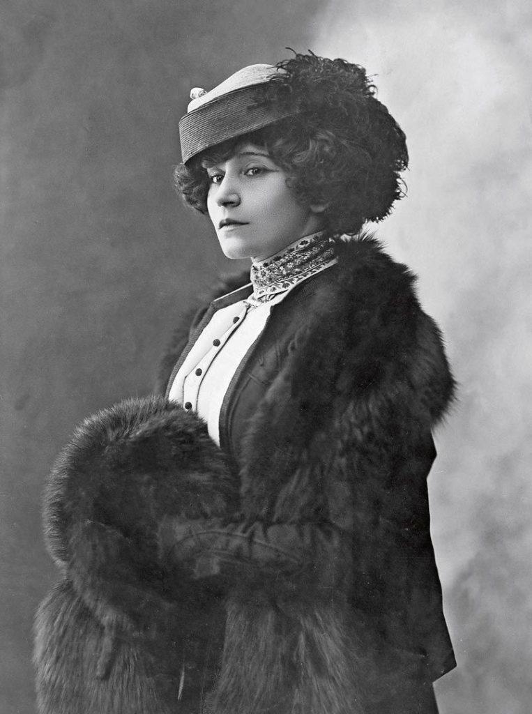 Photograph of Colette by Henri Manuel.