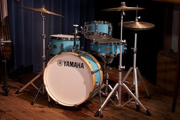 Compact drum set in studio with SILENT Bass™.
