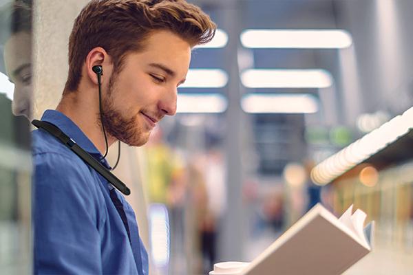 Man listening to music through wireless